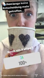 Instagram Umfrage mit Kaffee